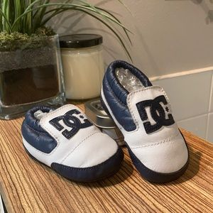 DC Toddler soft sole shoe Size 5